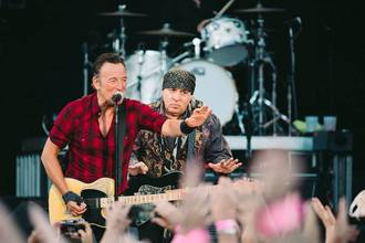 Bruce Springsteen en un concierto de Paul McCartney